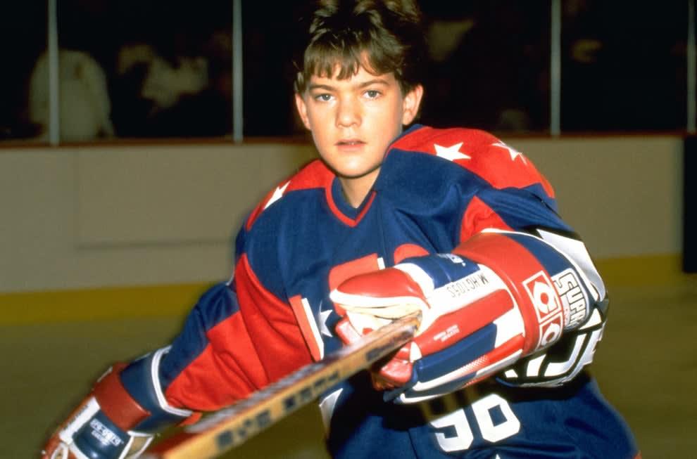 Joshua Jackson in The Might Ducks sequel playing ice hockey