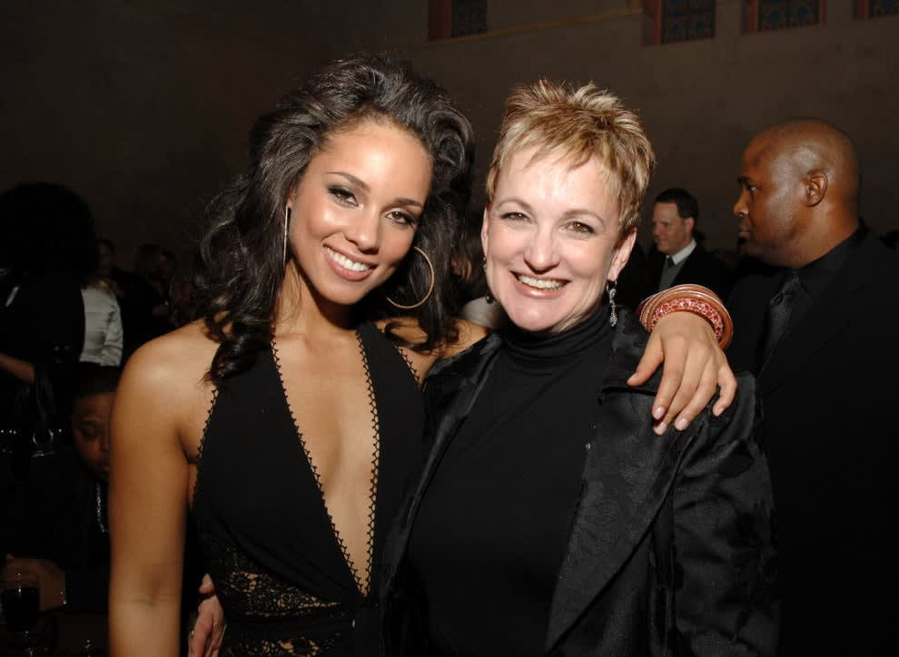 Alicia Keys poses with her mother at an event