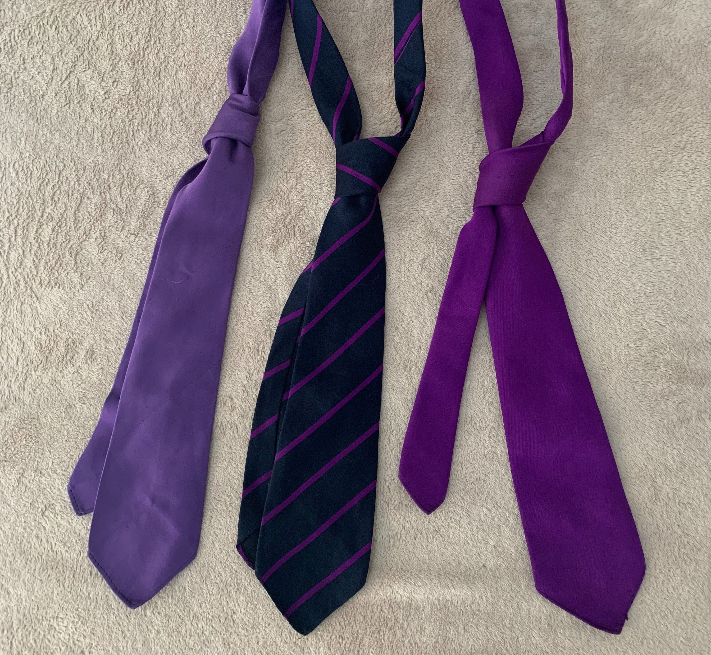 3 gravatas roxas
