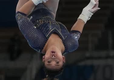 A closeup of Suni upside down