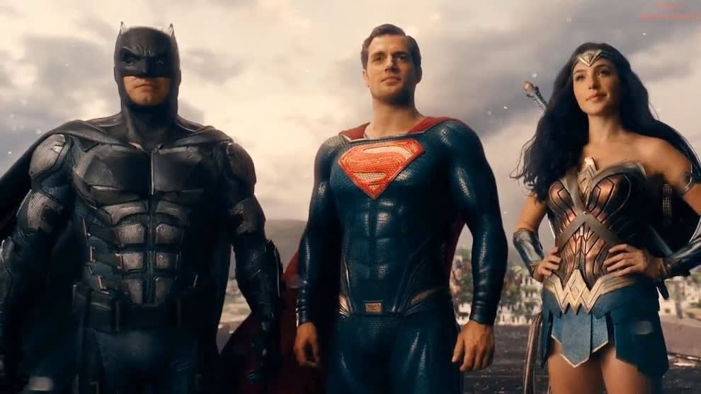 Imagem do Batman, Superman e Mulher Maravilha no filme Liga da Justiça.