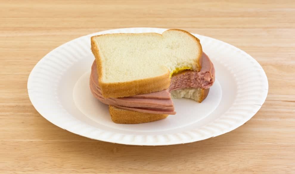 sanduíche de mortadela