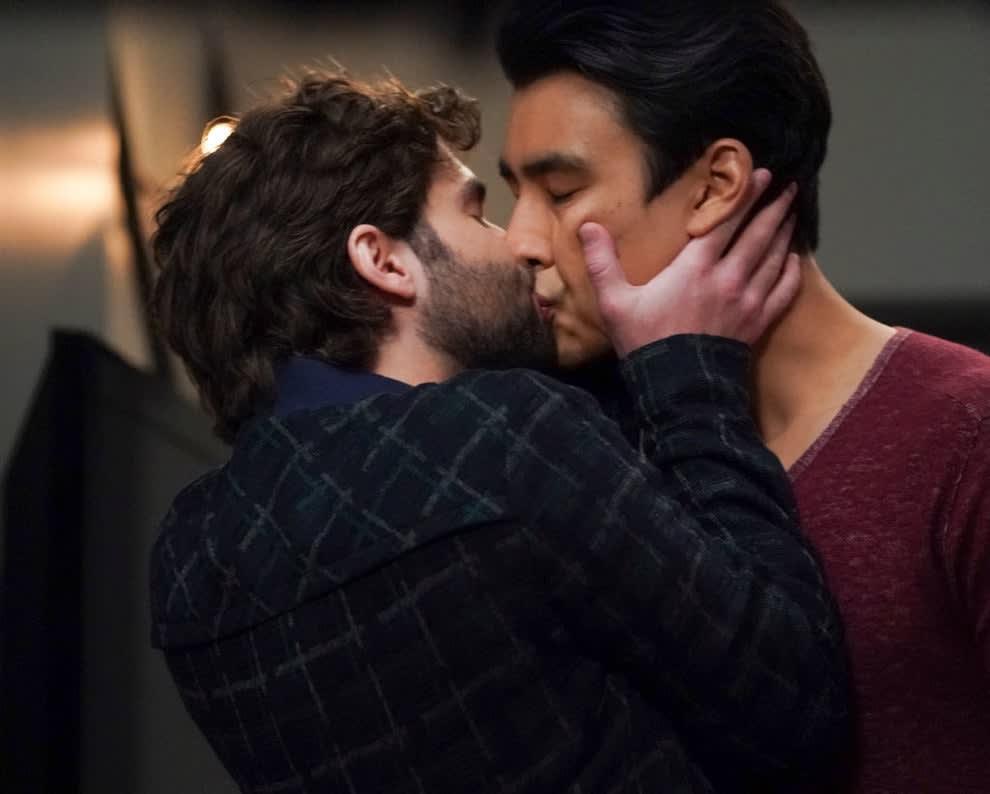 Levi kisses Nico on Grey's Anatomy