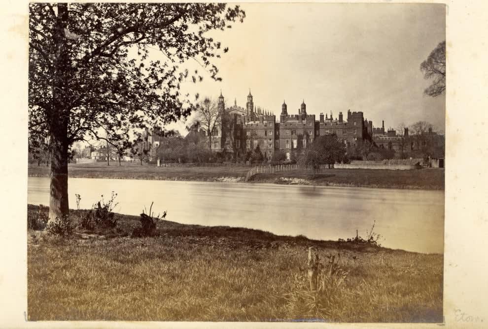 Foto antiga de um prédio em Duncan