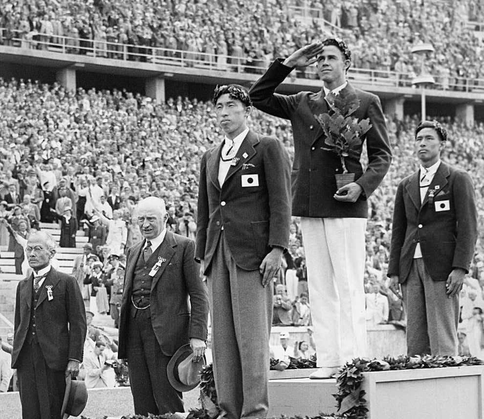 Nishida and Oe on the medal platforms