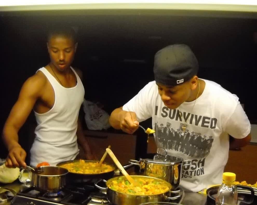 Michael e Tristan cozinhando.