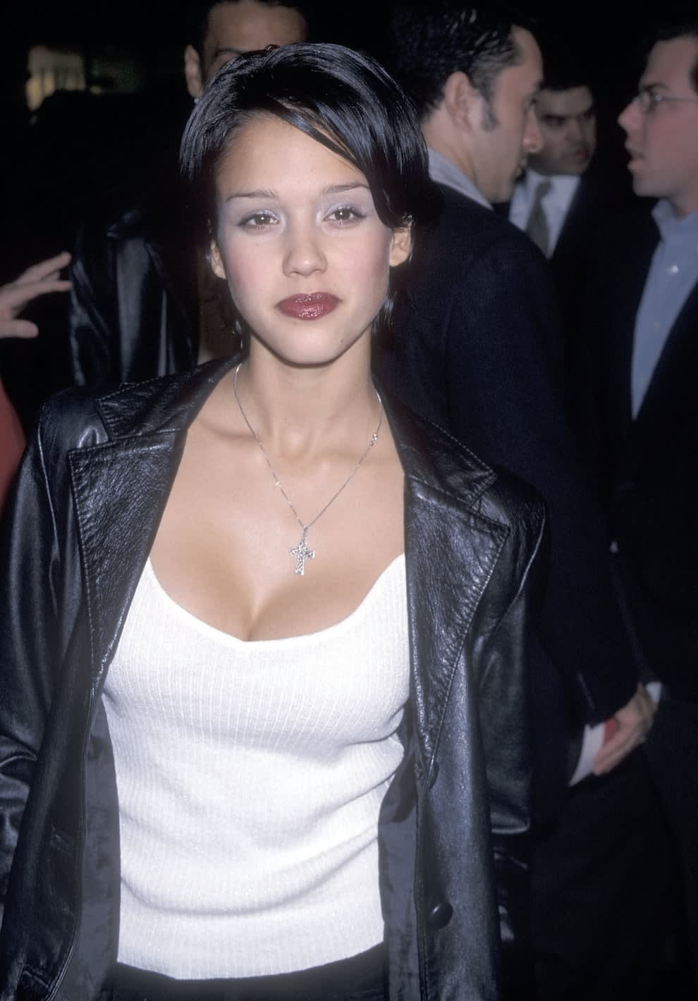 """Alba at the """"I Still Know What You Did Last Summer"""" premiere in 1998"""