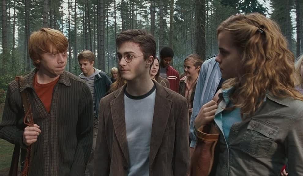 """Cena de """"Harry Potter"""" dos alunos na floresta"""