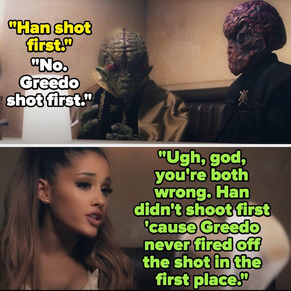 Ariana Grande conversando com dois aliens de star wars