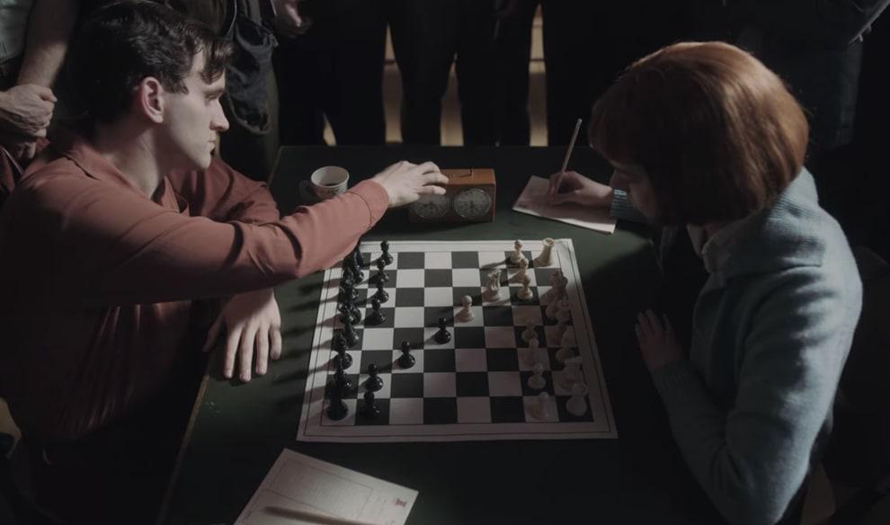 Beth jogando uma partida de xadrez