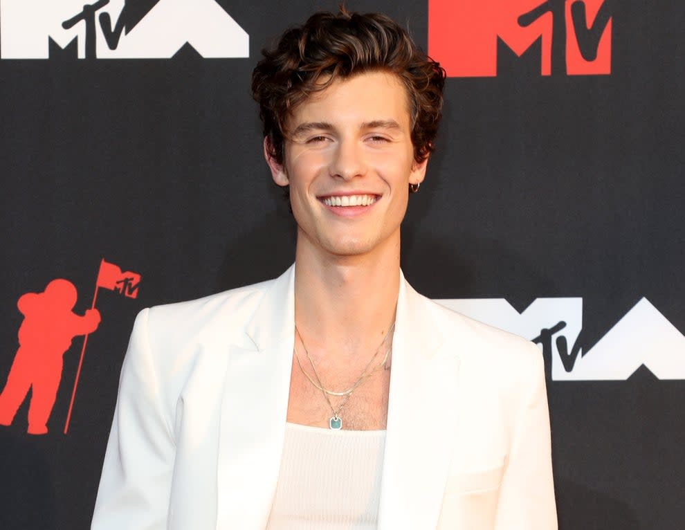 Shawn wears a white suit jacket to an award show
