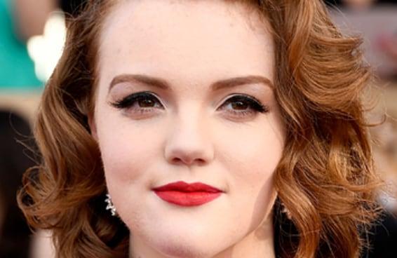 """A atriz que fez a Barb em """"Stranger Things"""" abriu o jogo sobre sua bissexualidade no Twitter"""