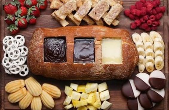 Esta barca de fondue de três chocolates é perfeita