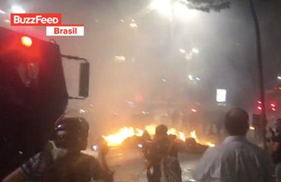 Veja os vídeos da repressão da PM com bombas ao protesto anti-Temer