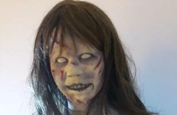 """Uma boneca ultrarrealista de """"O Exorcista"""" está à venda no Mercado Livre"""