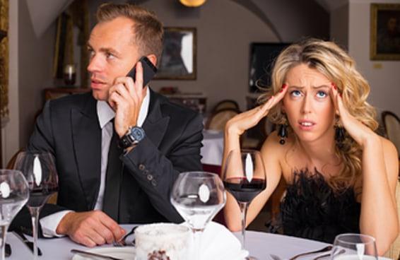 Você é mal educado quando sai para comer?
