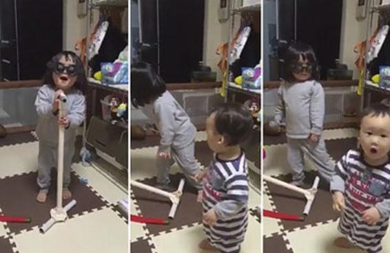 O drama desta menininha sendo interrompida enquanto canta é tão compreensível que chega a doer