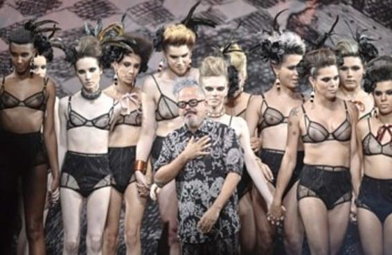 Ronaldo Fraga fez um desfile apenas com modelos trans e foi emocionante