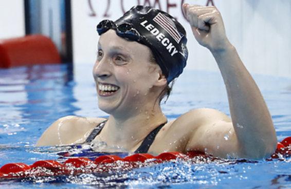 A nadadora Katie Ledecky deixou suas adversárias comendo poeira no Rio