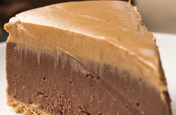 Este cheesecake de chocolate com manteiga de amendoim parece que foi tirado de um sonho