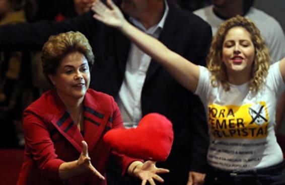 Sem Lula, Dilma pareceu ainda mais sozinha antes da votação do impeachment