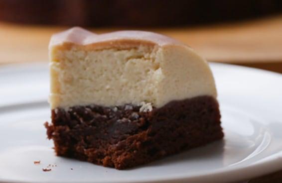Este bolo mágico é a combinação perfeita entre creme de avelã e leite em pó