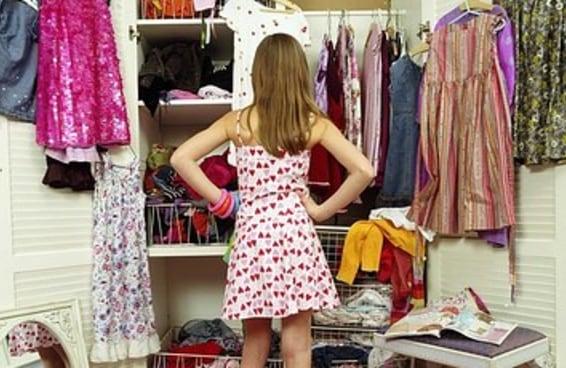 102 pensamentos que você tem ao limpar seu armário