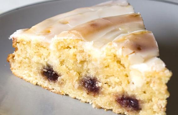Você precisa fazer este bolo mesclado de limão com morango para o seu café da tarde