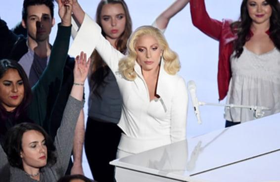 """A apresentação de """"Til It Happens To You"""" de Lady Gaga foi aplaudida de pé no Oscar"""