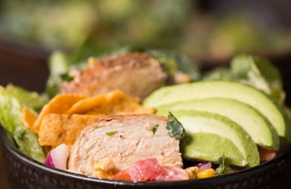Deixe o seu dia mais saudável e colorido com esta salada