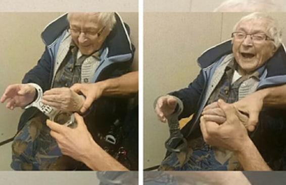 """A polícia """"prendeu"""" uma velhinha de 99 anos para que ela pudesse riscar isso de sua lista de desejos"""