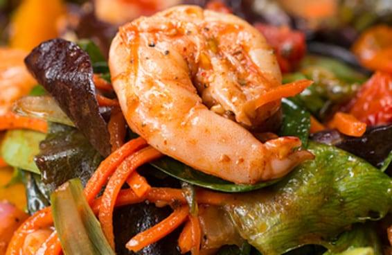 Esta salada com camarão é muito chique