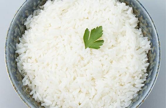 Domine a arte de fazer arroz branco soltinho
