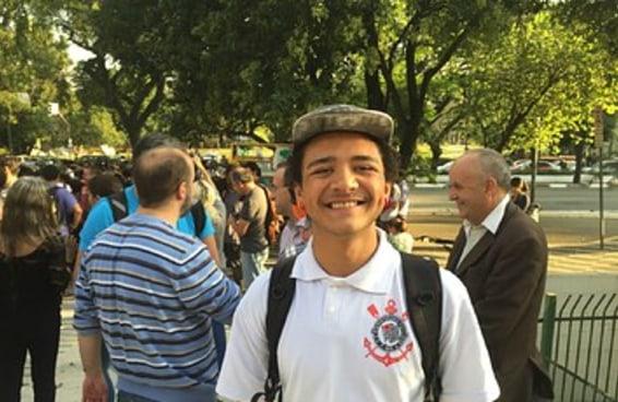 Estudantes fazem barulho, mas saem sem CPI da Merenda