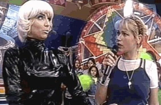 Segundo essa robô, faltam seis anos para a Xuxa salvar o mundo