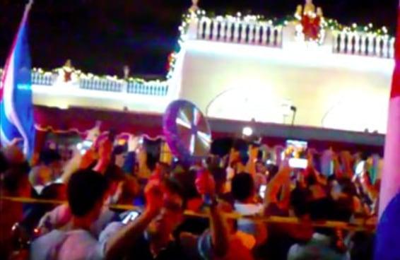 Cubano-americanos comemoram morte de Fidel Castro nas ruas de Miami