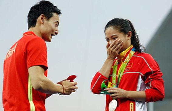Dois atletas do salto ornamental noivaram no pódio olímpico e foi lindo