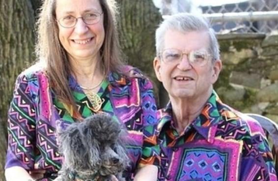 Este adorável casal tem combinado suas roupas por 35 anos