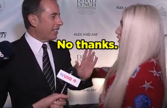 Jerry Seinfeld negou não uma, não duas, mas três vezes um abraço para a Kesha