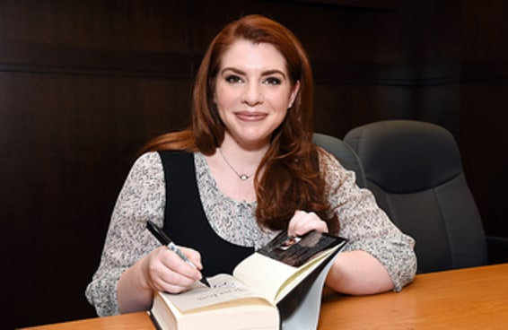 Stephenie Meyer disse que está trabalhando em mais dois livros da saga Crepúsculo, provando que estamos em 2008