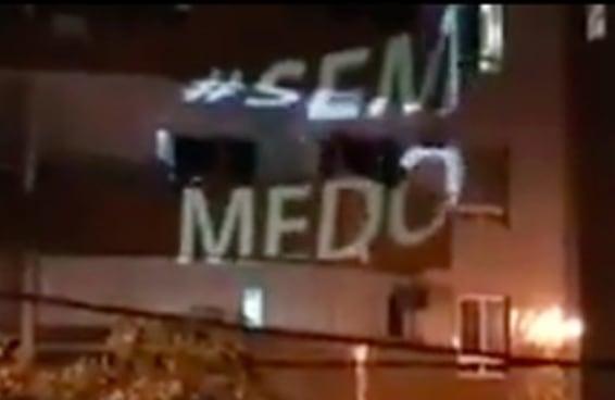 """Um carro quebrou o silêncio em Vitória tocando a música """"Imagine"""""""