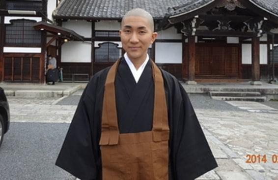 Este monge budista também é maquiador, e o Instagram dele é fantástico