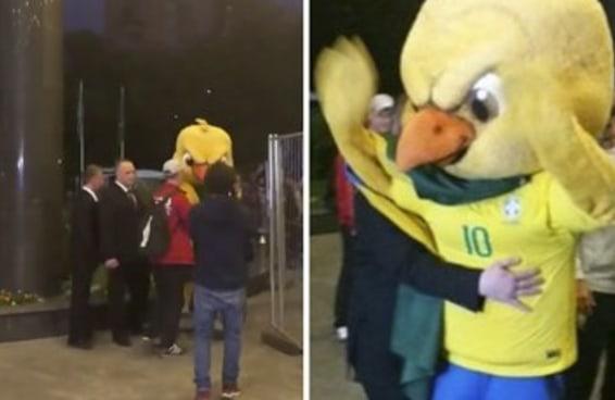 Canarinho Pistola é um mascote tão 100% brasileiro que acabou 'preso', foi solto e voltou pra zoar mais ainda