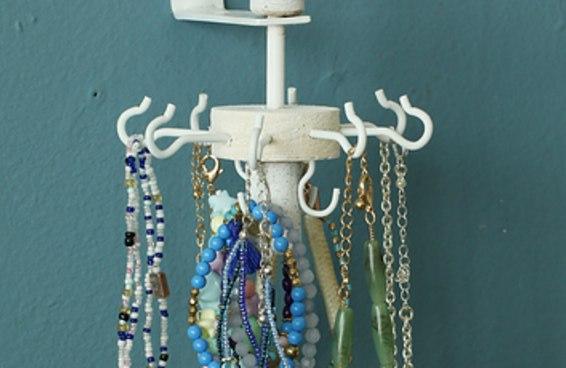 Mantenha todas as bijoux organizadas com este carrossel