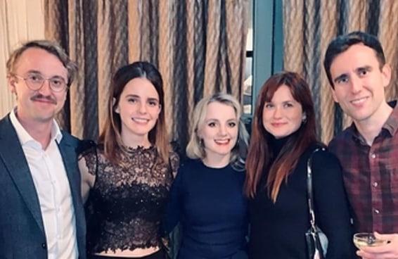 """Emma Watson postou uma foto do elenco de """"Harry Potter"""" reunido, o que é o melhor presente de Natal de todos"""
