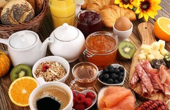 Coma um café da manhã gigante e te indicaremos uma posição do Kama Sutra
