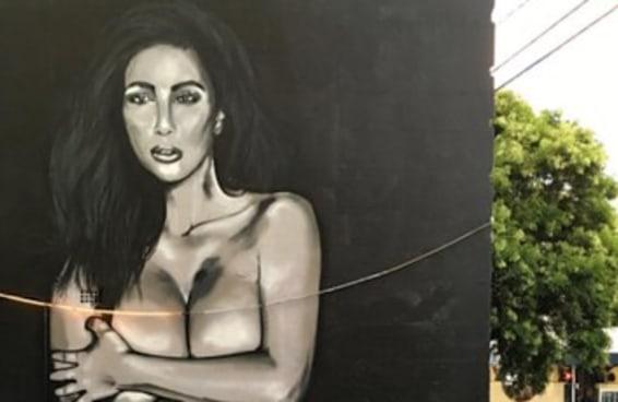 Versões gigantes das selfies de Kim Kardarshian aparecendo em vários lugares na Austrália
