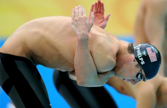 19 fotos absolutamente ridículas de Michael Phelps se alongando