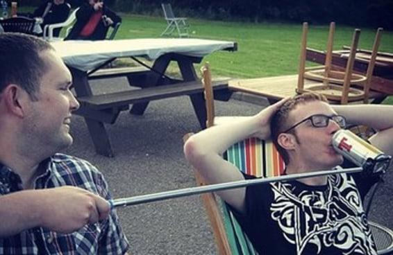 31 pessoas que levam o uso do bastão de selfies a um novo nível