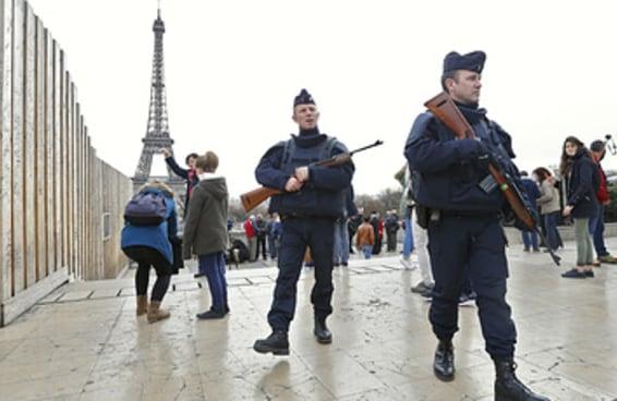 Refugiados sírios na França dizem que o terror em Paris é o terror do qual fugiram